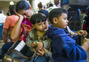 Some women and children from Central America were released in late May at bus stations in Tucson and Phoenix after they were flown to Arizona from south Texas. Photo by Michael Chow/The Republic